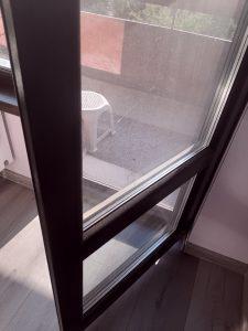 Запрашена врата на тераса.