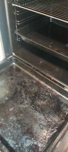 Замърсена готварска фурна.