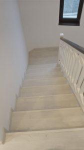 Почистено стълбище.