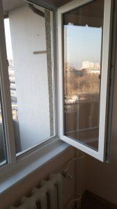 Почистен от фолиа и замърсяване прозорец, след ремонт