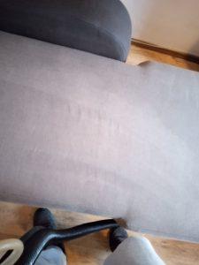 Машинно изпрана тапицерия на диван.