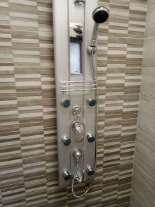 Почистена стена и душ-батерия в баня.