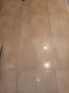 Почистен под на баня.