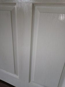Интериорна врата, почистена от сажди след пожар.