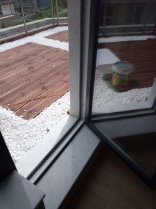 Почистена врата към тераса.