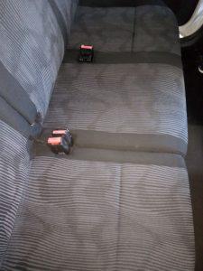 Машинноизпрани седалки на лека кола.