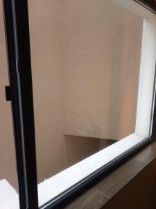 Почистен прозорец и перваз.