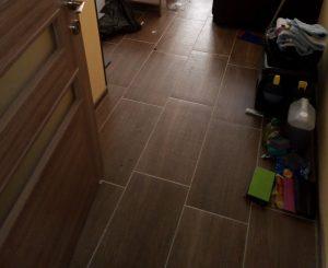 Преди почистване на под.