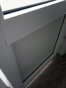 Почистена от строителен прах врата.