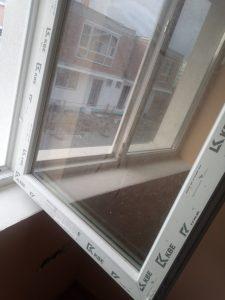 Фолиа по дограми, напрашени при строеж стъкла.