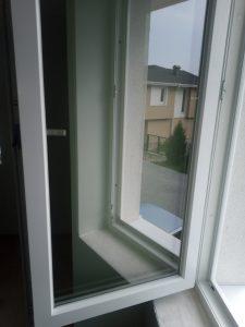Почистен прозорец на нова къща.