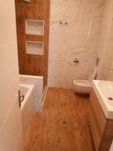 Почистена баня и санитарен възел.